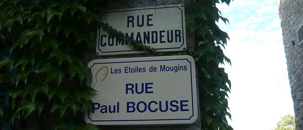Auch manchen Straßennamen hat man in Mougins zu Ehren von Meisterköchen umbenannt
