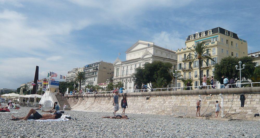 Strand mit Oper